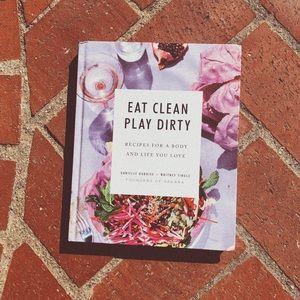 SAKARA Vegan Cookbook (Even Cocktails!)